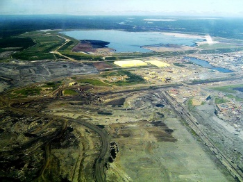 Syncrude Tailings Dam by Wikimedia Commons