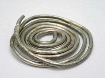 Indium wire by Wikimedia Commons