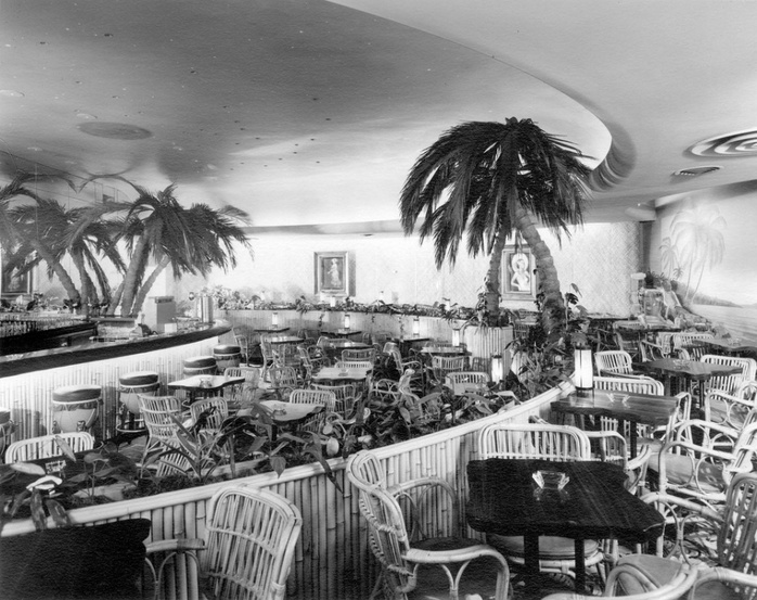 Waldorf Hotel lounge