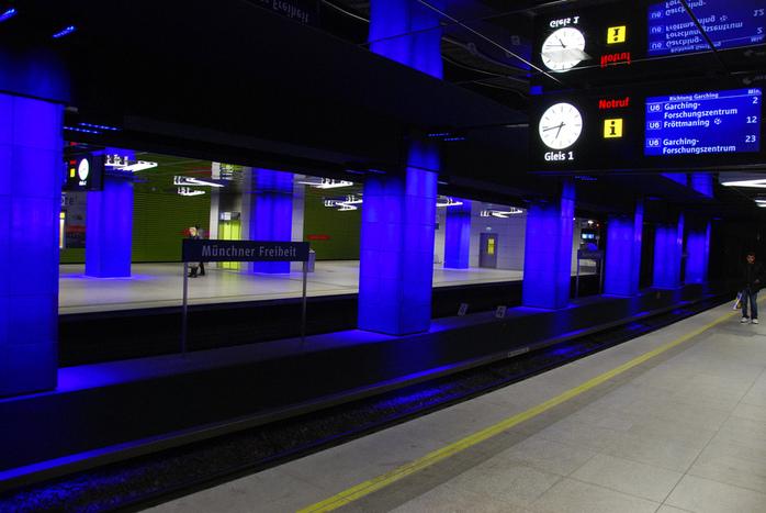 Muenchner Freiheit Station by Vastman