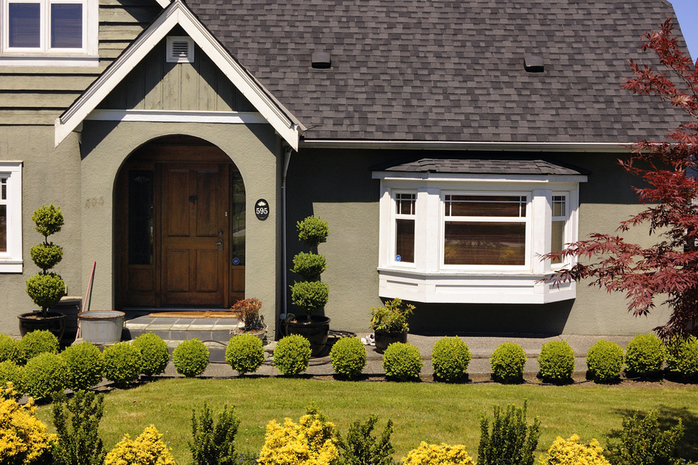 Trimmed Front Yard in South Cambie