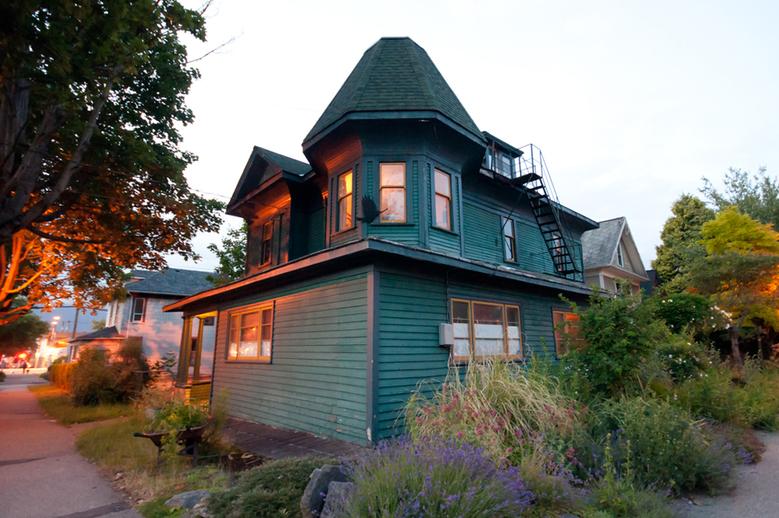11 Strathcona House