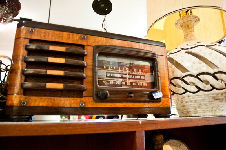 08 Antique Radio