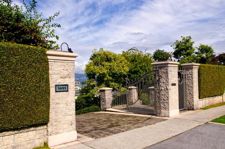 5695 Newton Wynd  entrance
