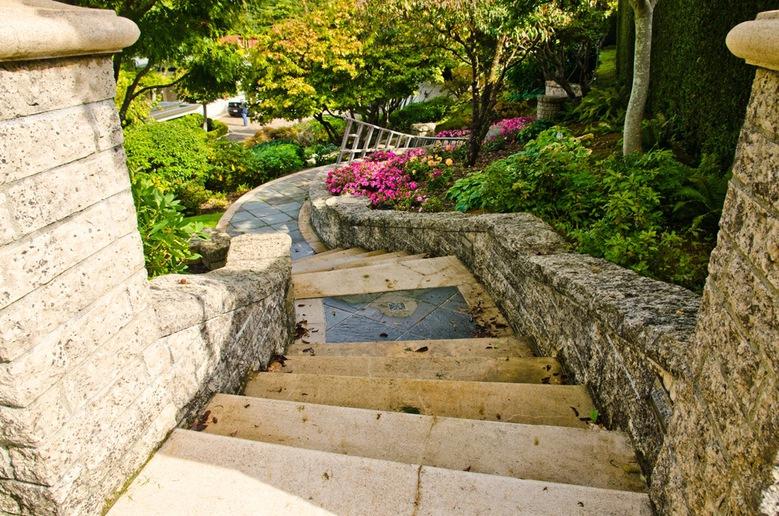 5695 Newton Wynd  stairs