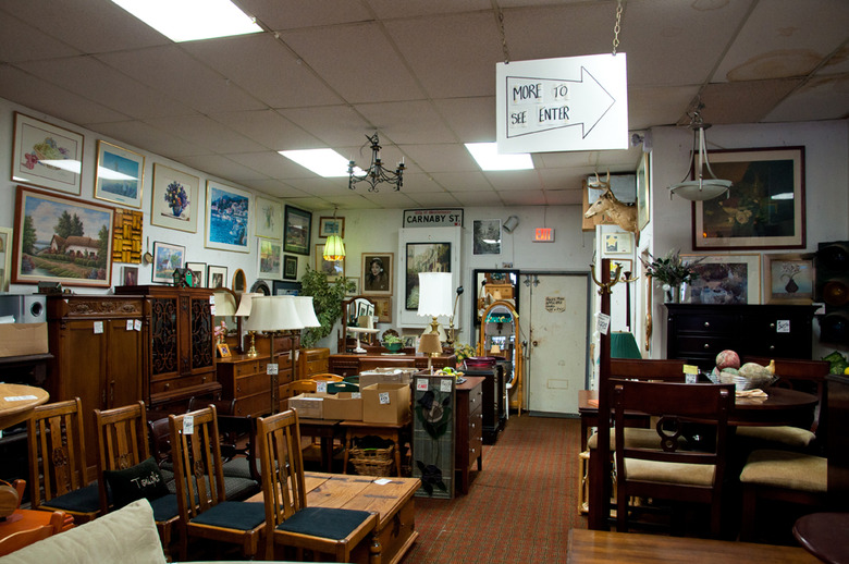 2 Entering the Peg General Store