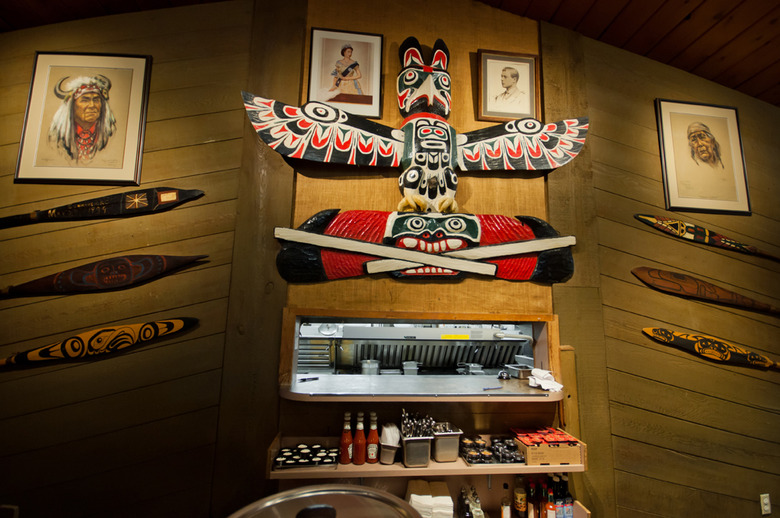 10 The unique dcor is full of First Nations art and artifacts 1