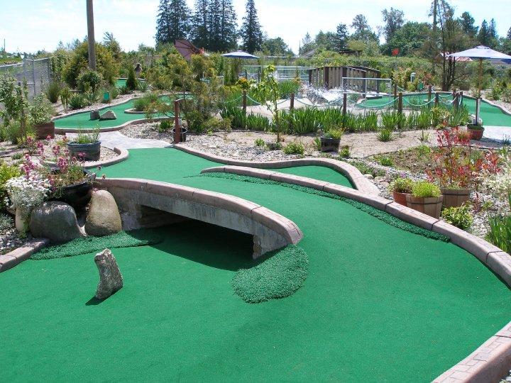 jaybanks.ca/images/golf/hi-knoll-driving-range-mini-golf/Hi-Knoll-Driving-Range-Mini-Golf-Exterior-4.jpg