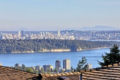 2453 FOLKESTONE WAY - West Vancouver Central - Panorama Village