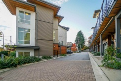 7 909 CLARKE ROAD - Port Moody - College Park PM