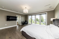 1042 ADDERLEY STREET - North Vancouver Central - Calverhall