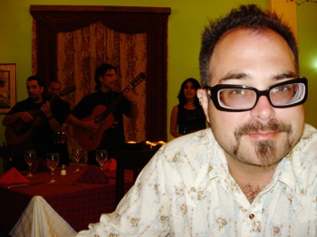 Mark bemused by trovadores at a Cuban buffet restaurant