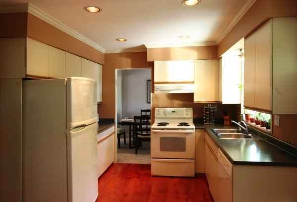 kitchen to dining room