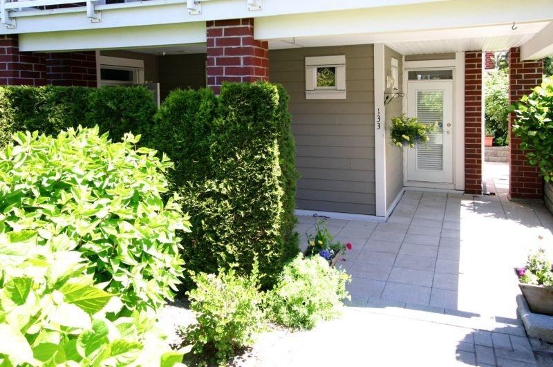 133 4233 moncton   patio entrance