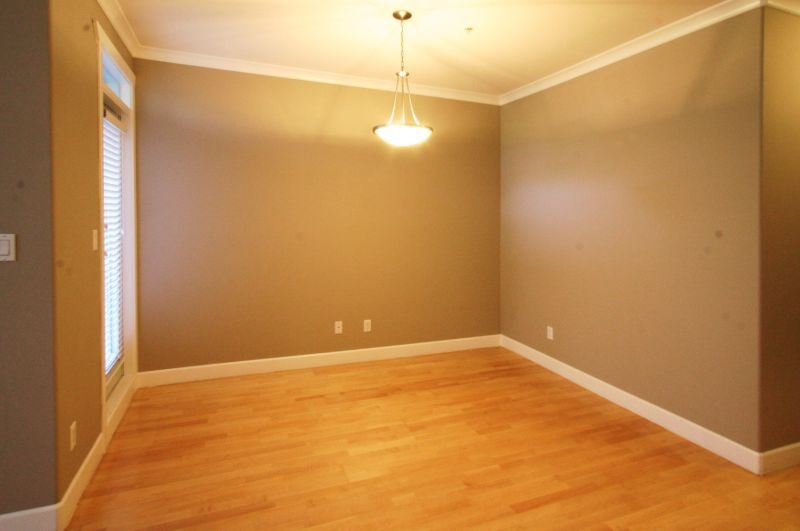 133 4280 moncton   dining room