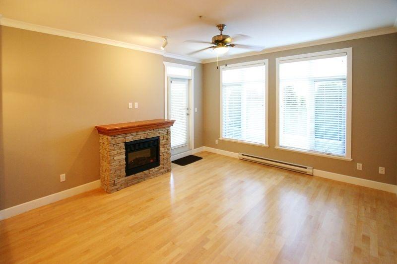 133 4280 moncton   living room