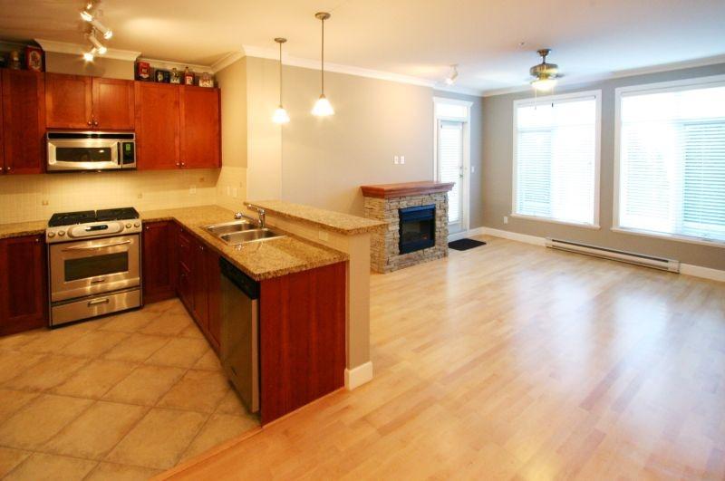 133 4280 moncton   living room1