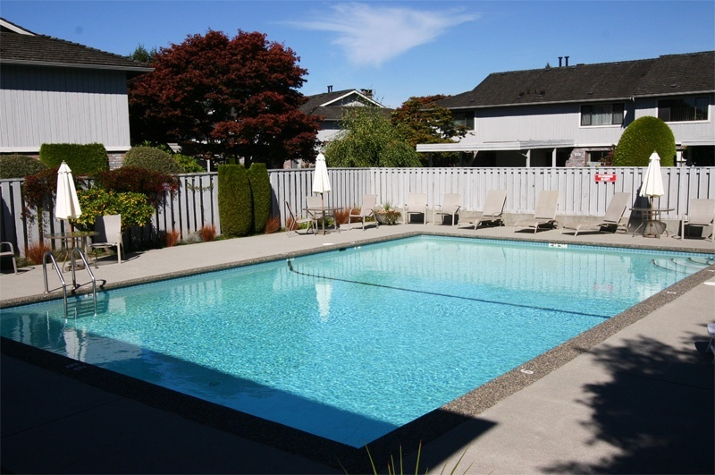 30 11771 kingfisher drive richmond westwind for Kingfisher swimming pool prices