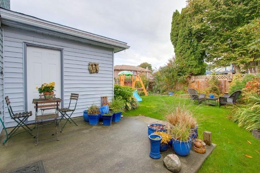 backyard patio   3151 chatham st