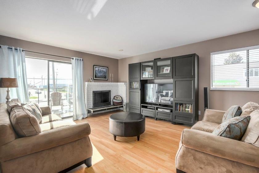 living room   3151 chatham st