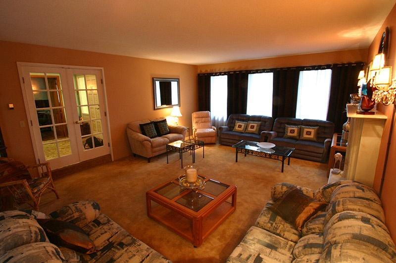 3320 barmond   living room