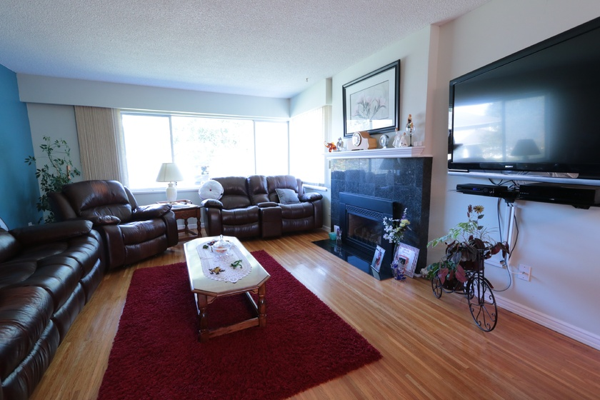 living room   3460 trumond ave