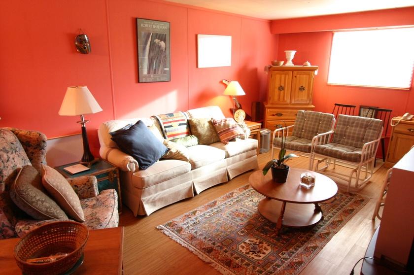 1   3811 barmond ave   family room1
