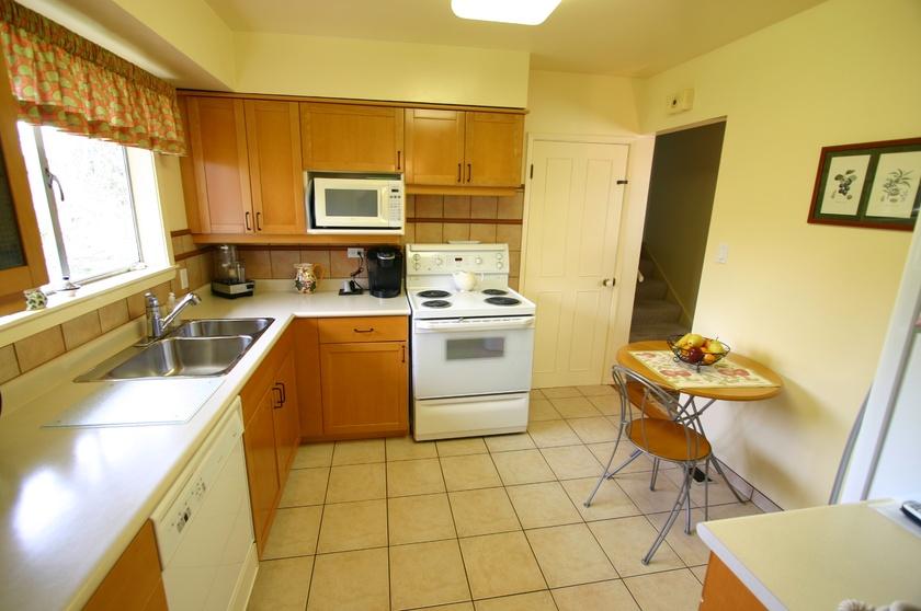 2  3811 barmond ave   kitchen