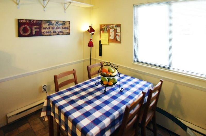 4531 cabot   eating area