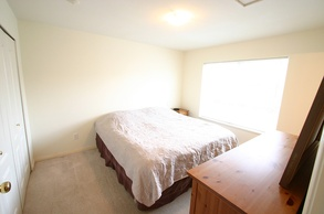 master bedroom   50 7088 lynnwood dr