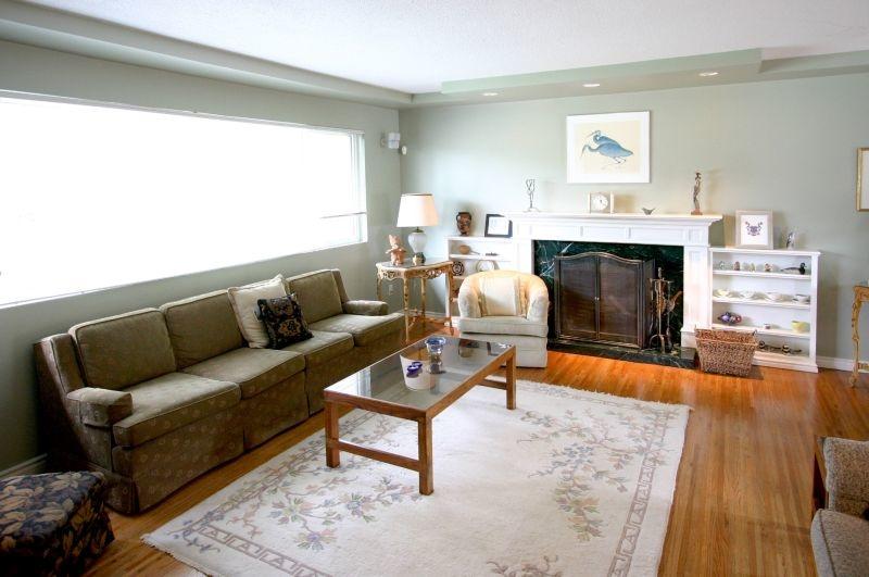 living room   8820 fairdell