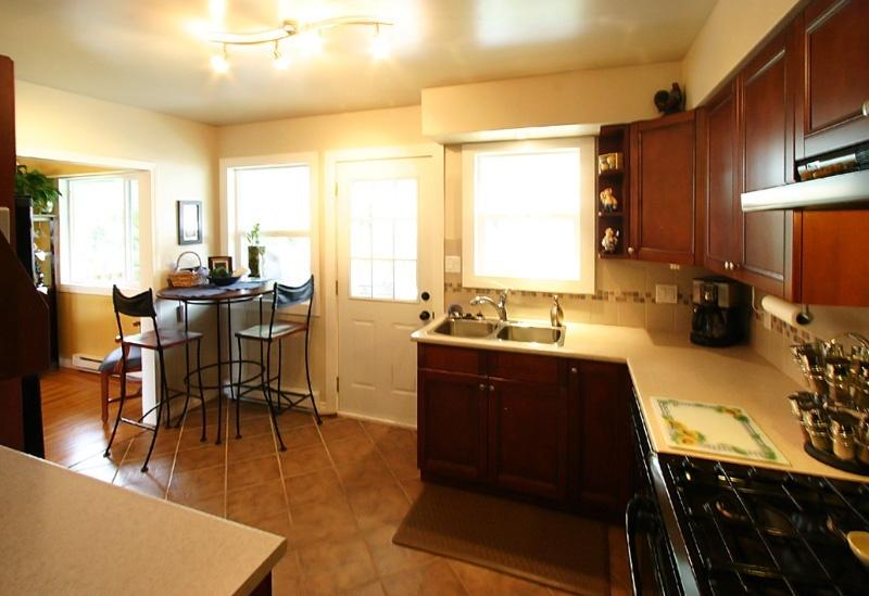 kitchen & eating area