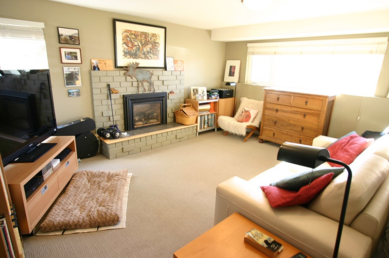 family room   9171 chapmond cres
