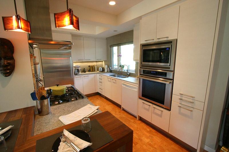 kitchen   9171 chapmond cres