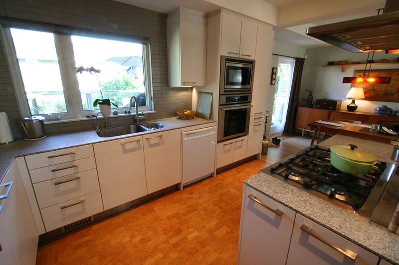 kitchen2   9171 chapmond cres