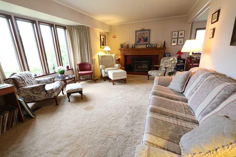 living room 9311 gormond