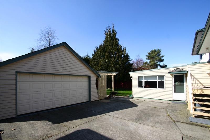 garage & patio