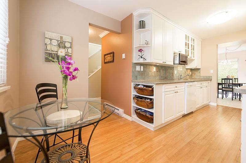 06   kitchen & eating area