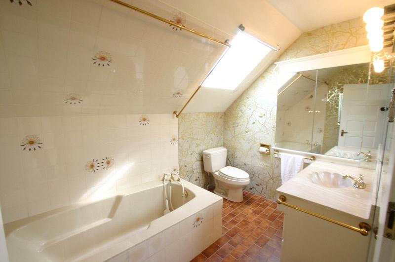 main bath   2622 w 1st ave