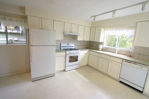 kitchen   2622 w 1st ave